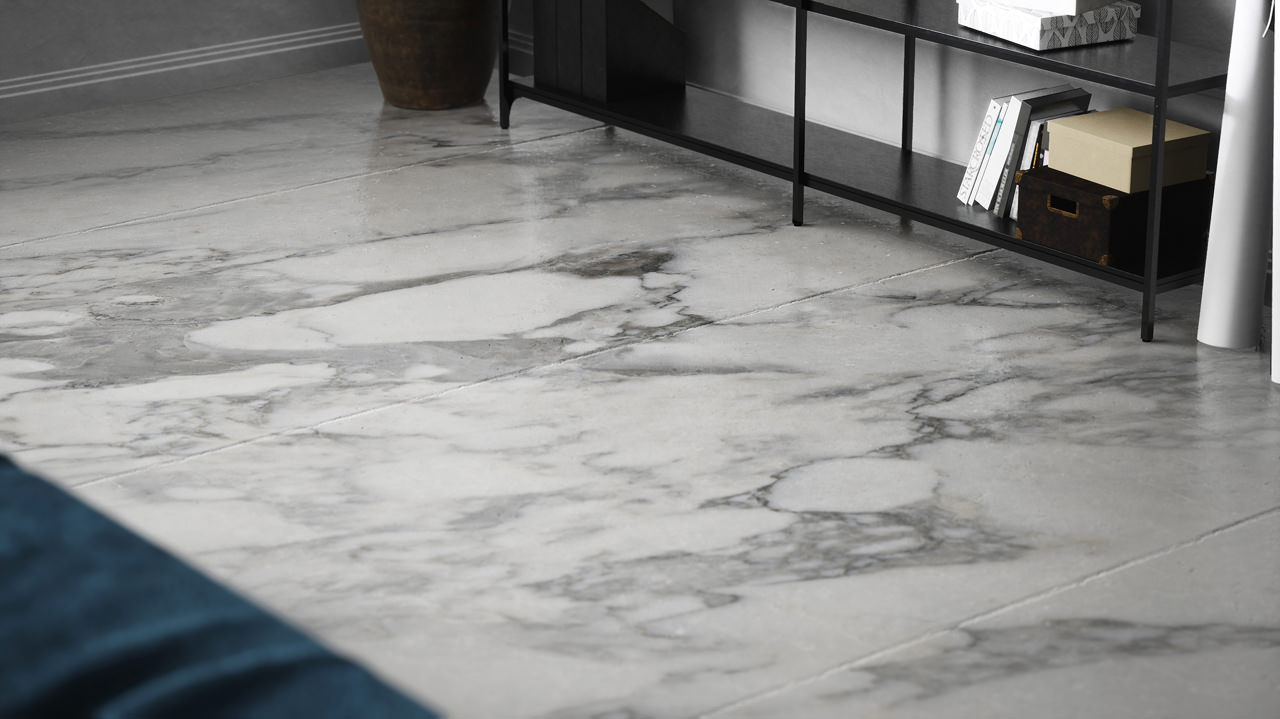 The main focus of the rendering is on the off-white marble floor tiles with blackish veins zoomed-in to have a comprehensive picture of the material texture